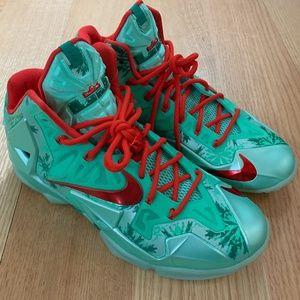 """Nike LeBron 11 """"Christmas"""" 9"""
